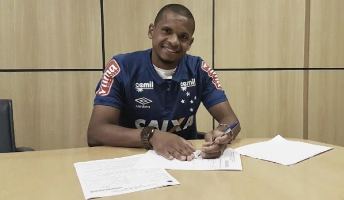 Lateral Edimar assina contrato de dois anos com Cruzeiro