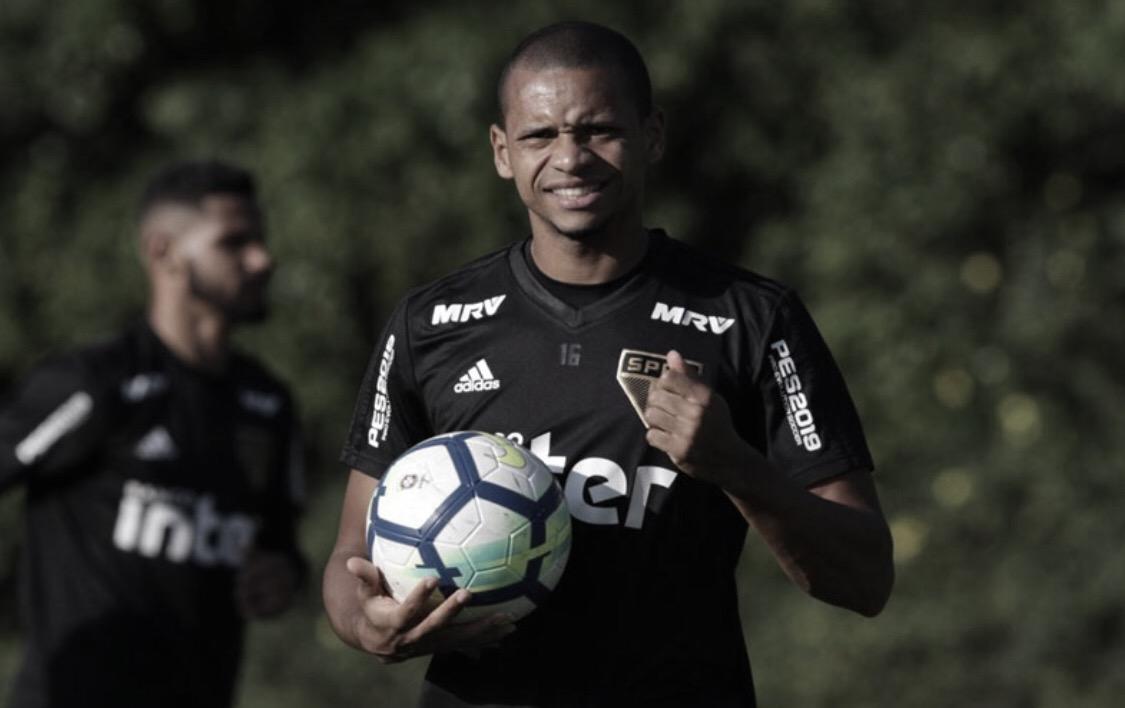 Provável titular contra o Botafogo, Edimar se coloca à disposição de Aguirre no São Paulo