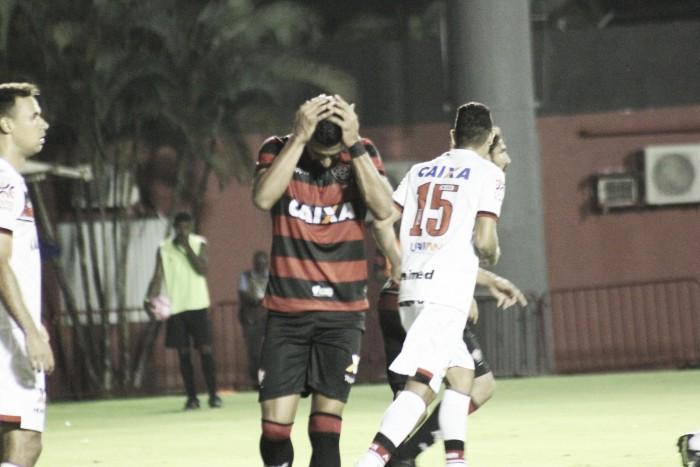 Tréllez perde pênalti, Vitória e Atlético-GO empatam e seguem na zona da degola