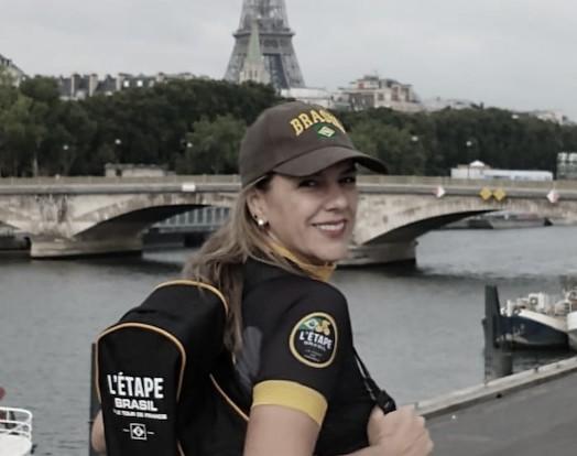 Ciclista amadora doL'Étape Brasil vê final do Tour de France de perto