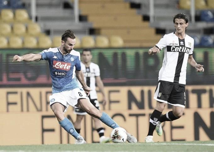 Em jogo com três pênaltis, Parma se recupera no Italiano e bate Napoli