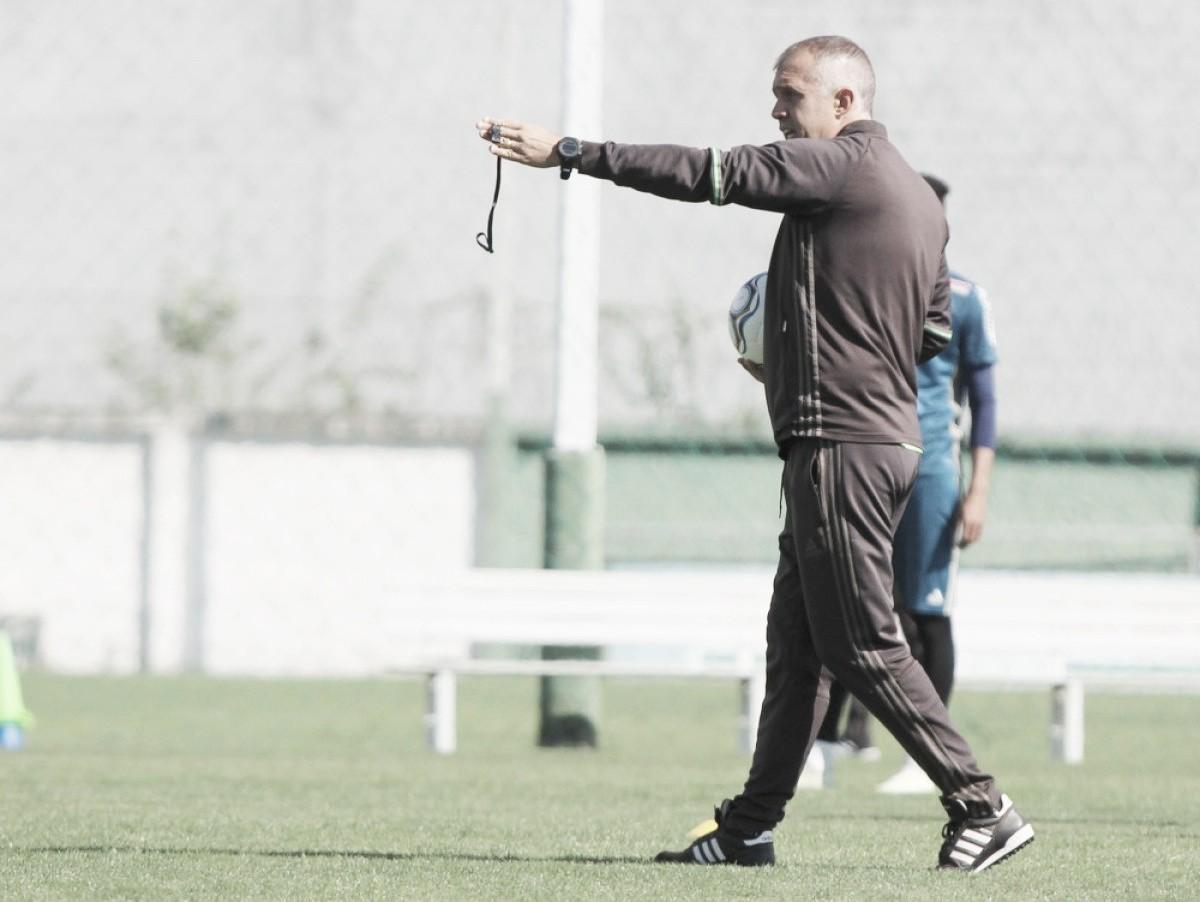 """Eduardo Baptista busca mudança na postura do Coritiba: """"Temos que fazer um returno diferente"""""""
