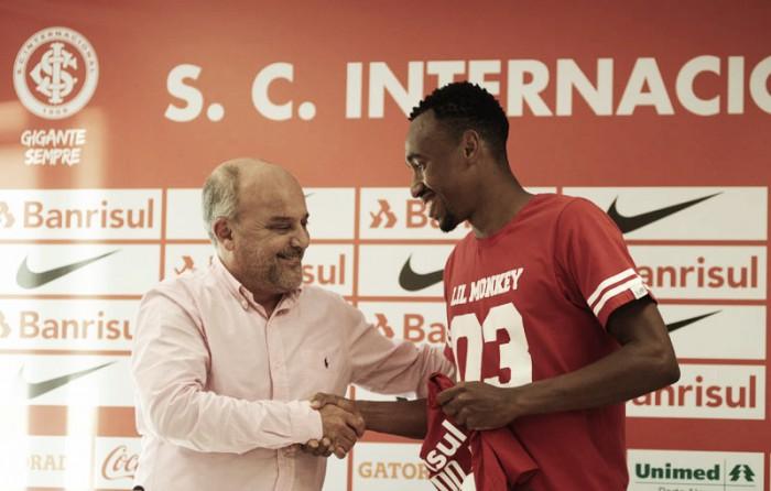 Eduardo e Ceará são apresentados no Inter e devem estar à disposição de Roth diante do São Paulo