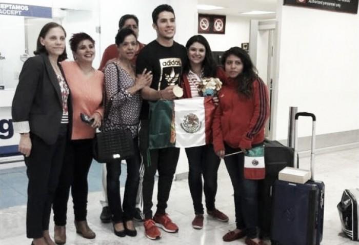 Volvió Eduardo Ávila a México con presea de oro