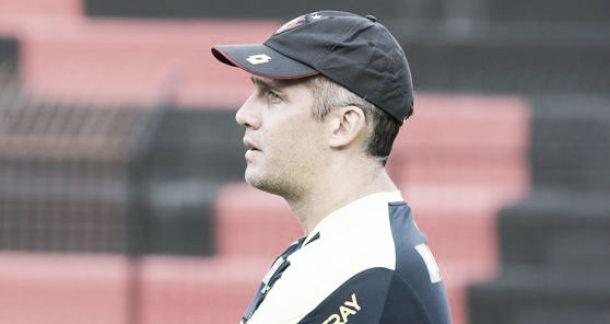 Apesar do empate, Eduardo Baptista elogia postura do Sport e revê meta até parada para a Copa