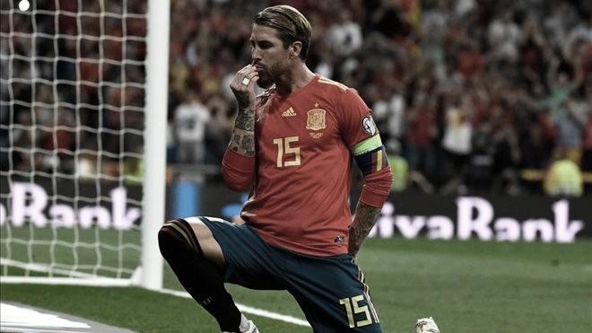 Em jogo truncado e com final emocionante, Espanha bate Romênia pelas Eliminatórias da Euro