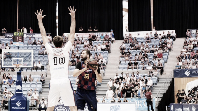 El FC Barcelona se impone, por la mínima, al Obradoiro