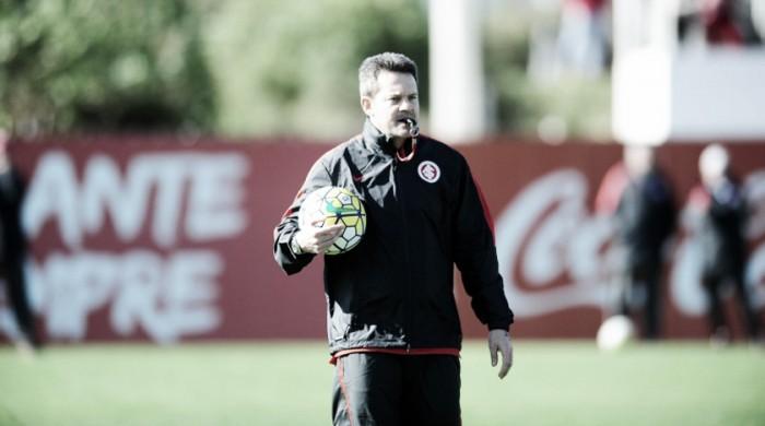 Internacional comunica saída do técnico Argel após derrota para Santa Cruz