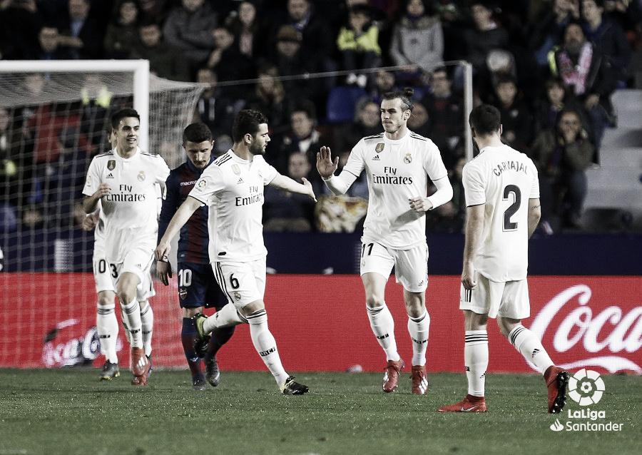El Real Madrid gana con polémica