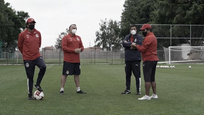 Luis Fernando Tena regresa a los entrenamientos de Chivas