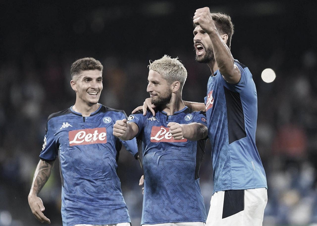 Napoli derrota Liverpool na reta final do jogo e estreia bem na Champions League