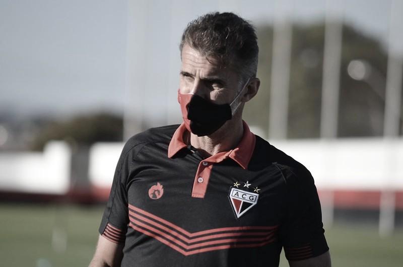 "Mancini lamenta chances perdidas pelo Atlético-GO, mas valoriza empate: ""Equipe competitiva"""