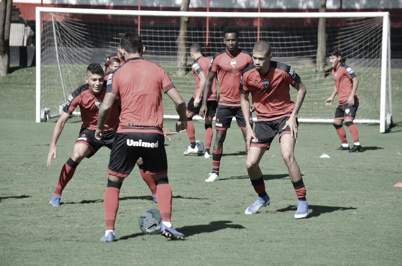 Pressionados na zona de rebaixamento, Atlético-GO e Ceará se enfrentam para deixar degola