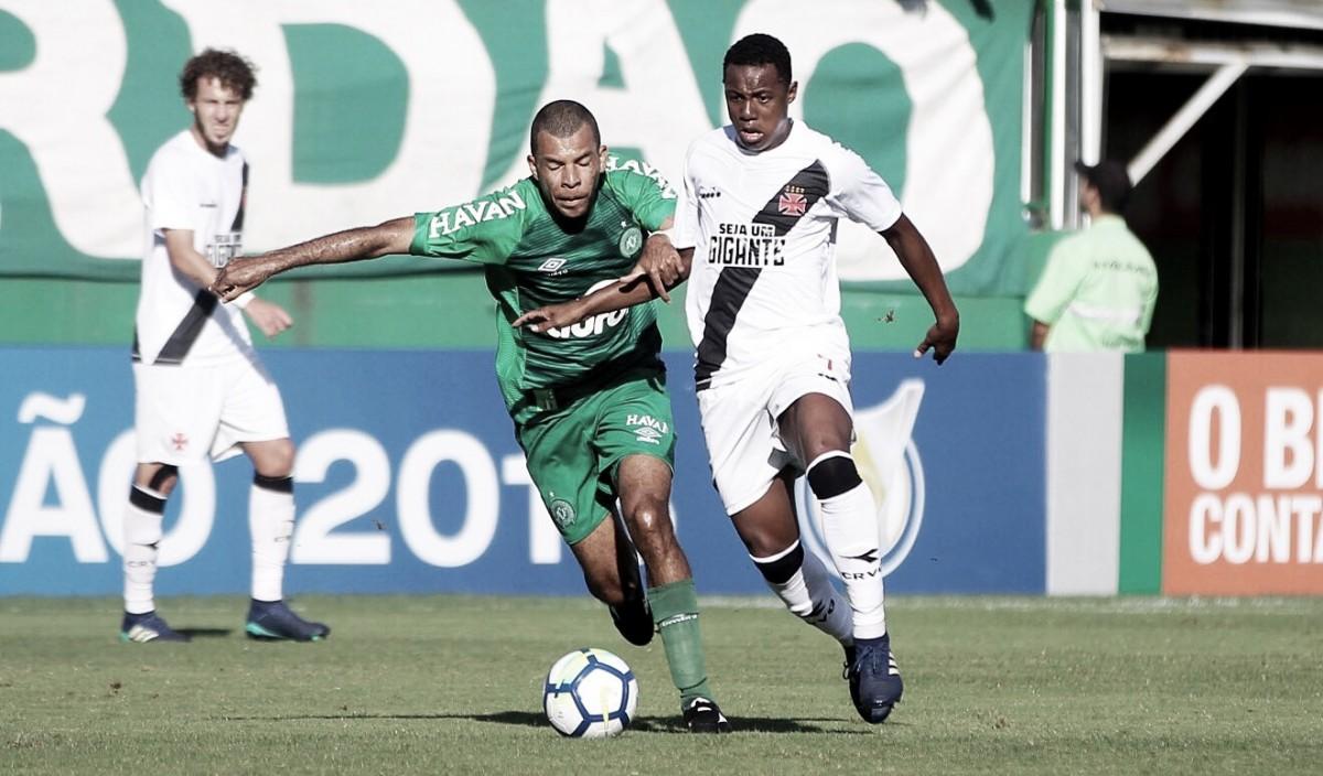Com dois tempos distintos, Chapecoense e Vasco empatam pelo Brasileirão