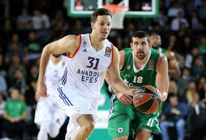 Eurolega - L'Anadolu rimonta il Darussafaka e vince la sua prima partita (79-84)