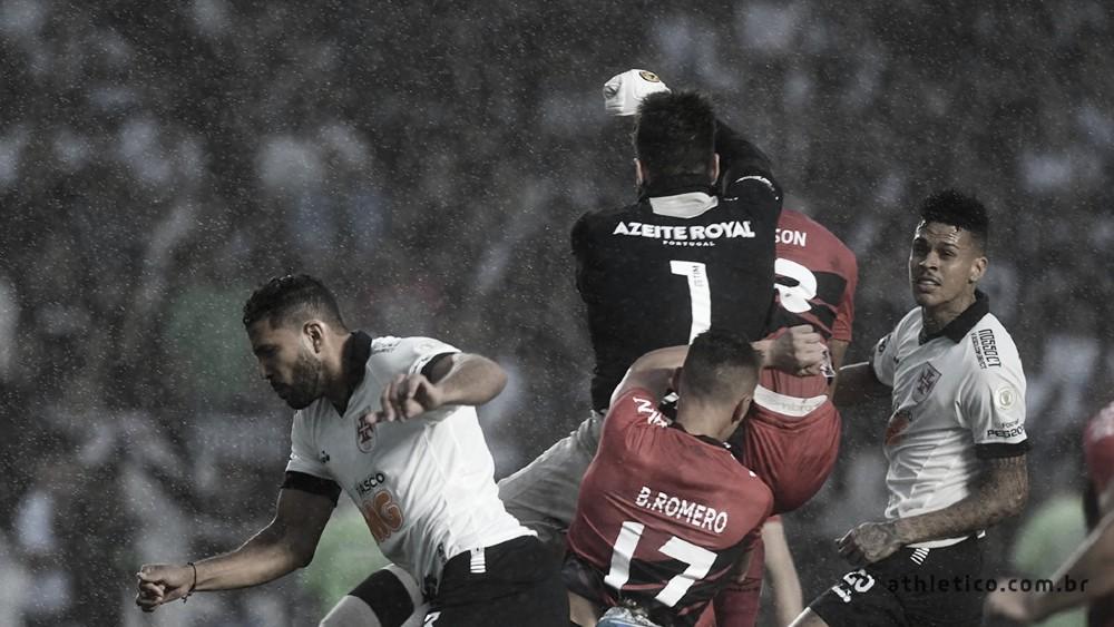Polêmicas marcam empate entre Vasco e Athletico-PR em São Januário