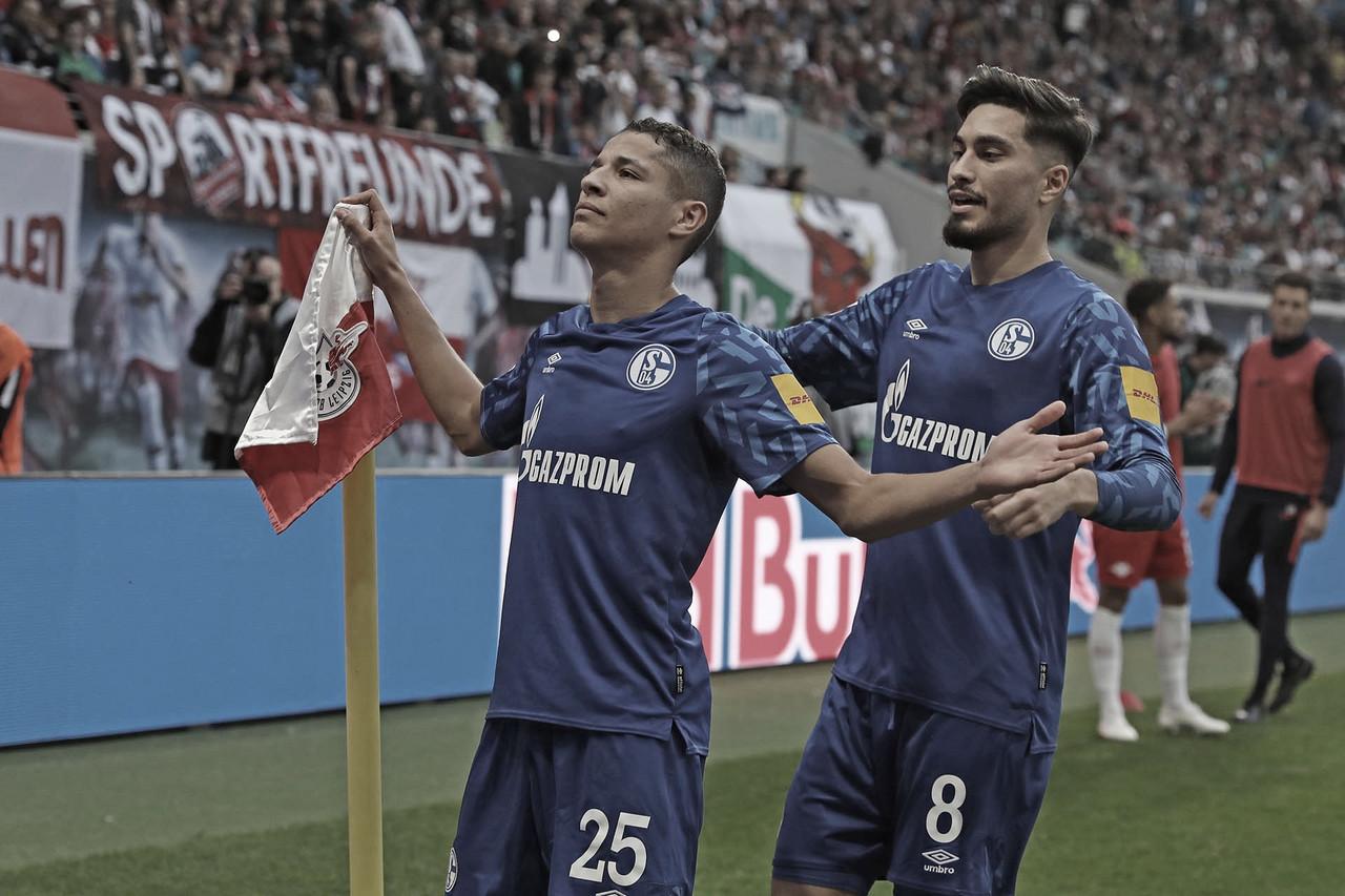 Schalke 04 vence RB Leipzig fora de casa e encosta nos líderes