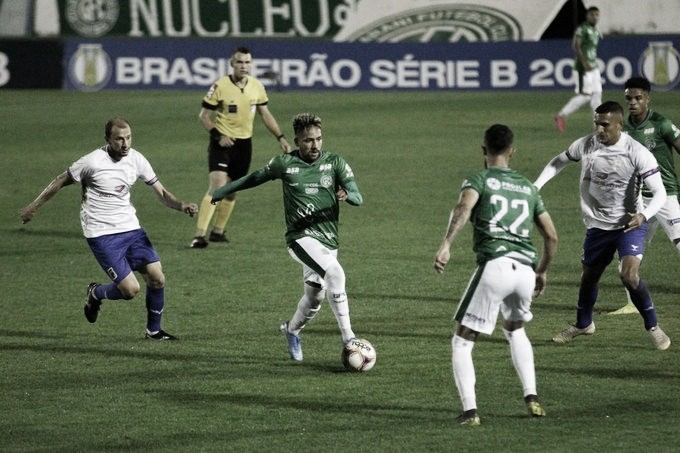 Paraná vira para cima do Guarani e lidera Série B