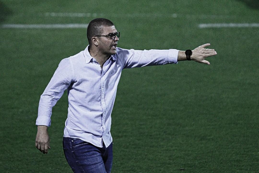 Louzer elogia triunfo da Chapecoense e já projeta estratégia para clássico contra o Avaí
