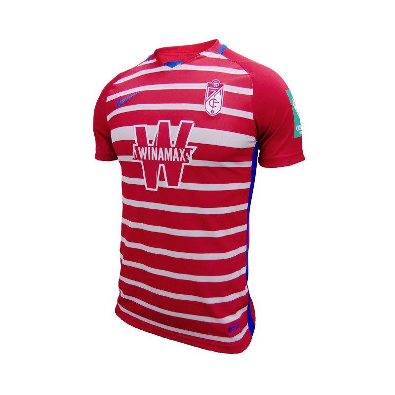 El Granada CF presenta las camisetas que lucirá en la próxima temporada