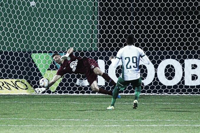 Chapecoense sai na frente, vê Guarani perder dois pênaltis e segue invicta na Série B