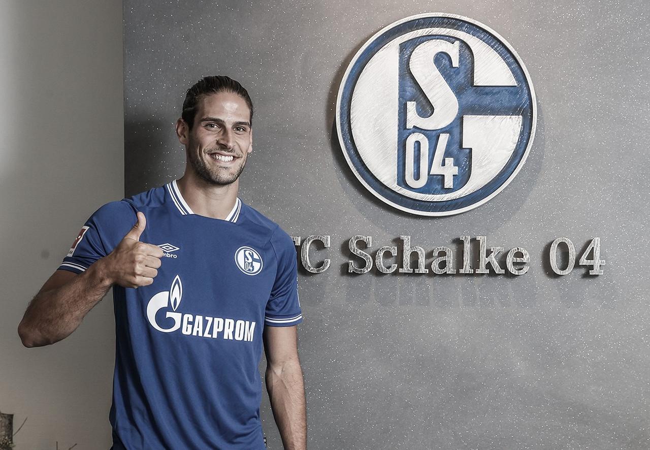 Schalke 04 assina com atacante Gonçalo Paciência, ex-Eintracht Frankfurt