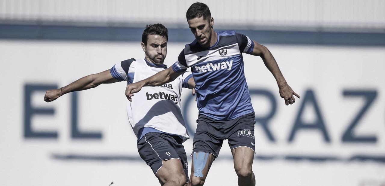 Sabin Merino y Juan Muñoz en la disputa del esférico | Foto: CD Leganés
