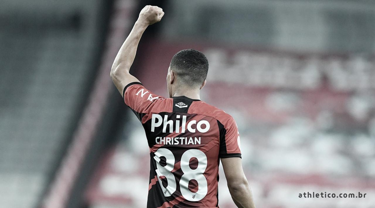 Com defesa primordial de Santos, Athletico-PR vence Bahia e sobe na tabela