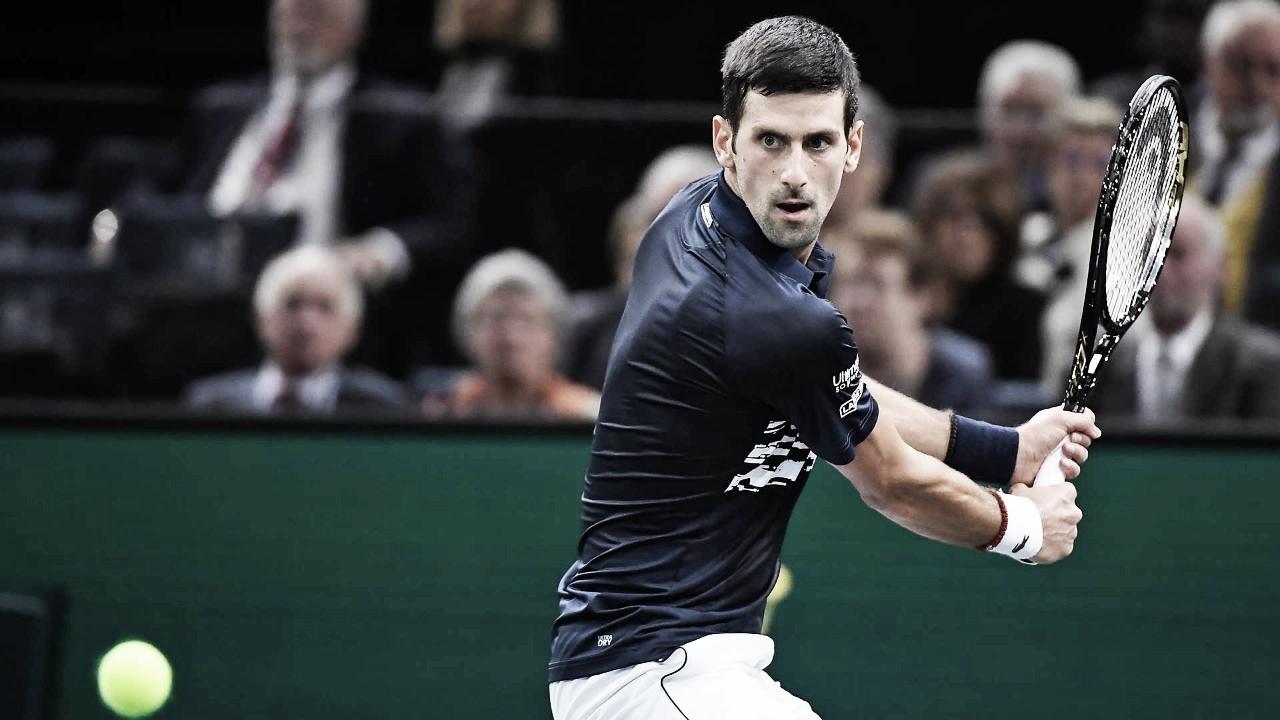 Djokovic encontra dificuldades, mas bate Moutet e estreia com vitória no Masters 1000 de Paris