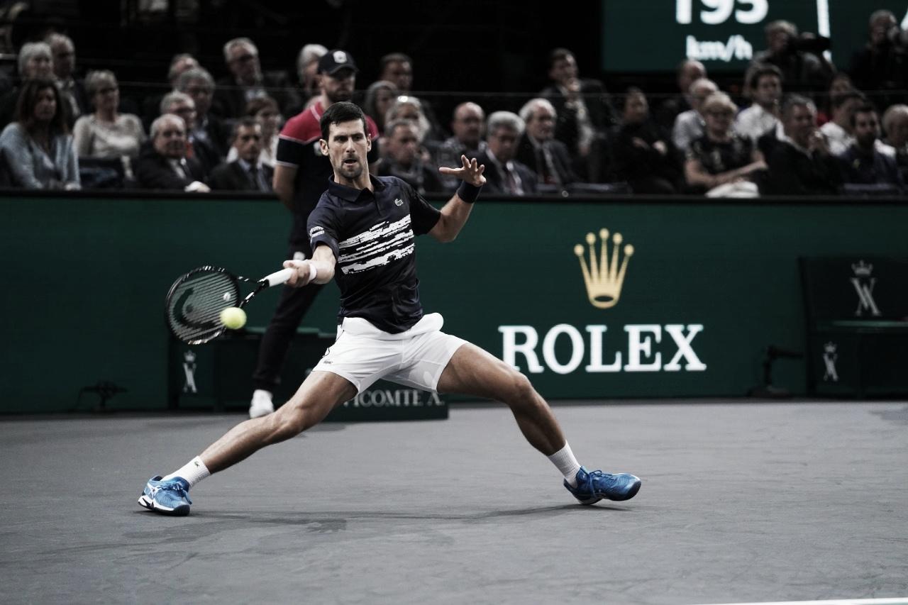 Djokovic arrasa Tsitsipas e marca encontro com Dimitrov nas semis do Masters 1000 de Paris
