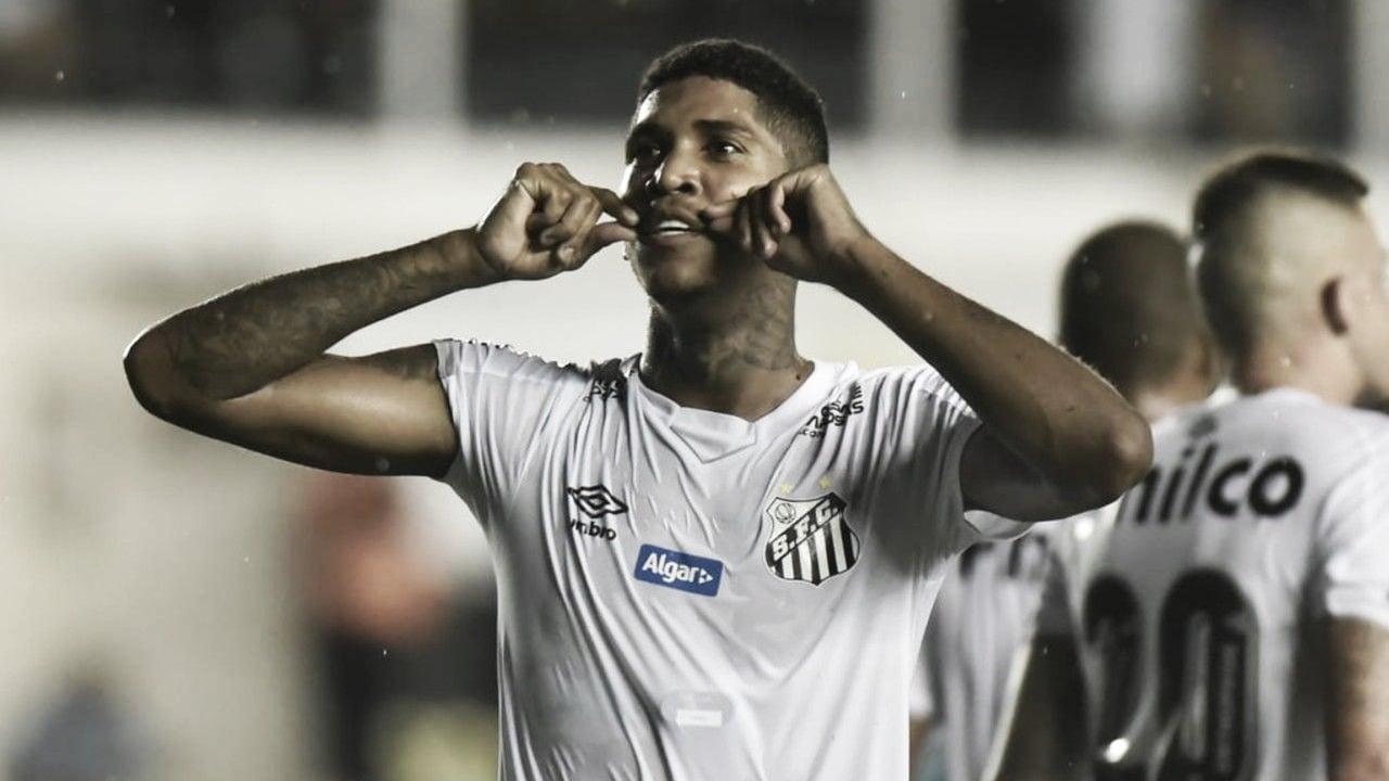 Raniel, do Santos, é internado em Goiânia com trombose