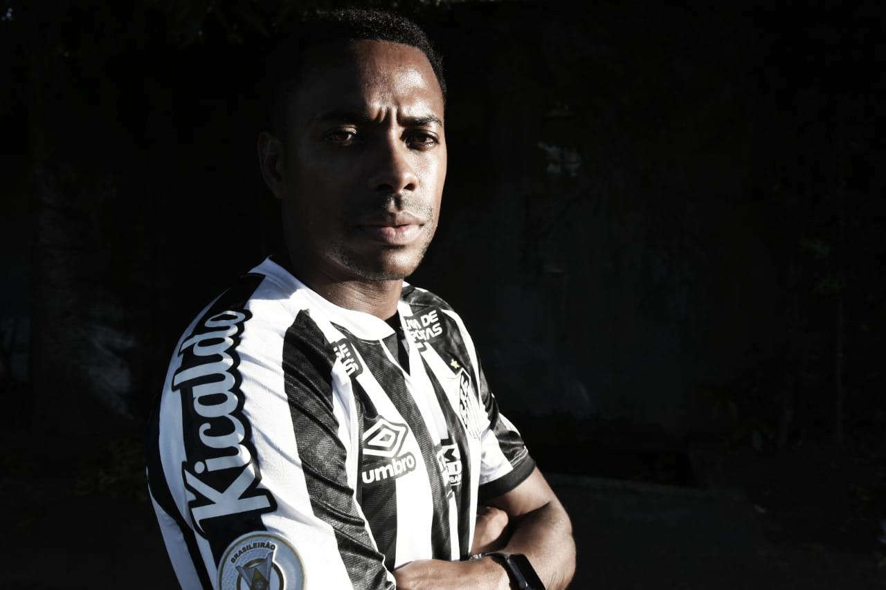 Robinho acerta contrato de cinco meses e retorna para quarta passagem no Santos