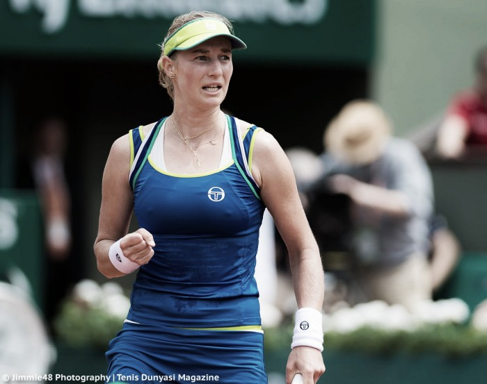 French Open: Top seed Angelique Kerber crashes out to Ekaterina Makarova in the first round