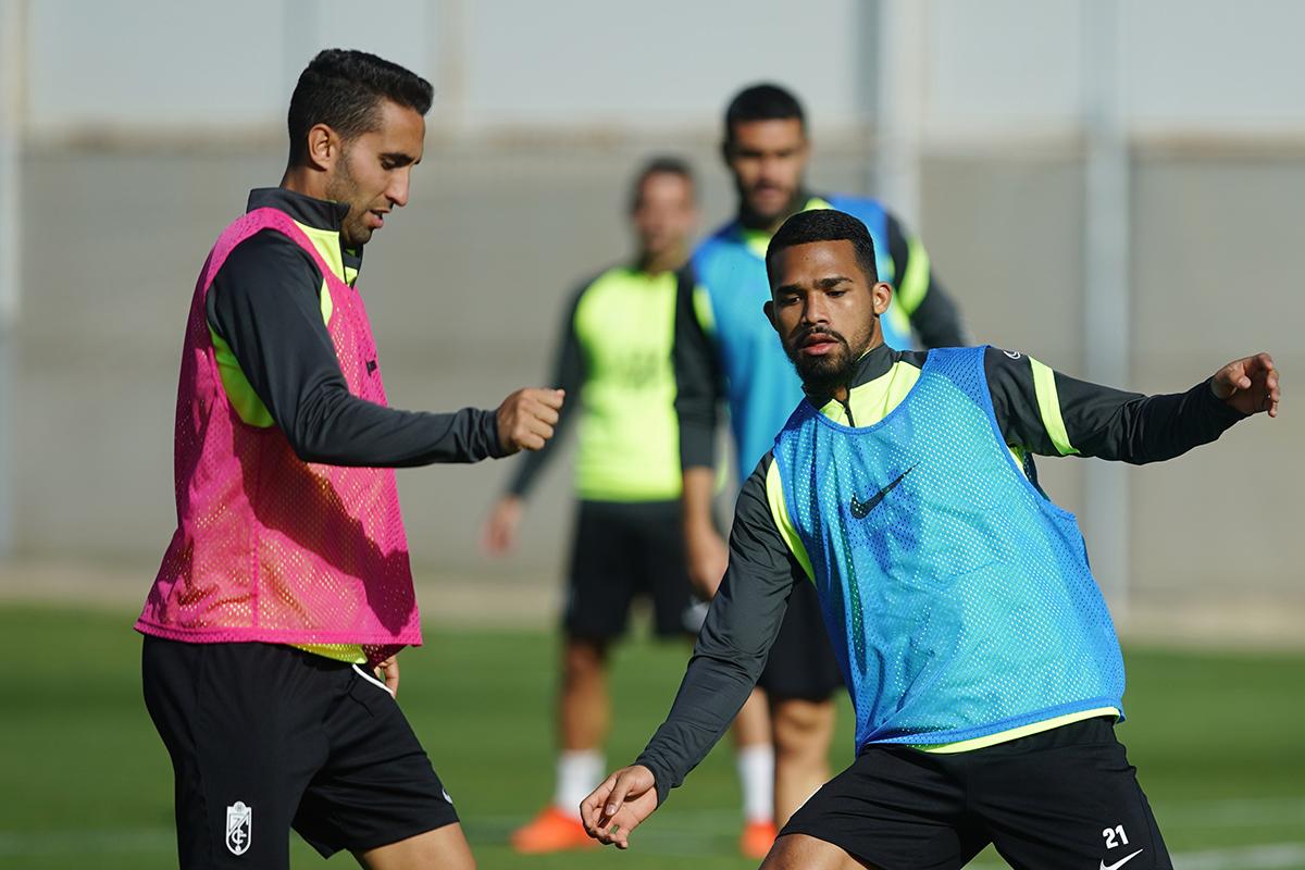 Montoro y Yangel en el entrenamiento | Foto: Pepe Villoslada / Granada CF