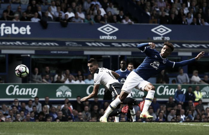 Everton 1-1 Tottenham Hotspur: Lamela header cancels out Barkley's early opener