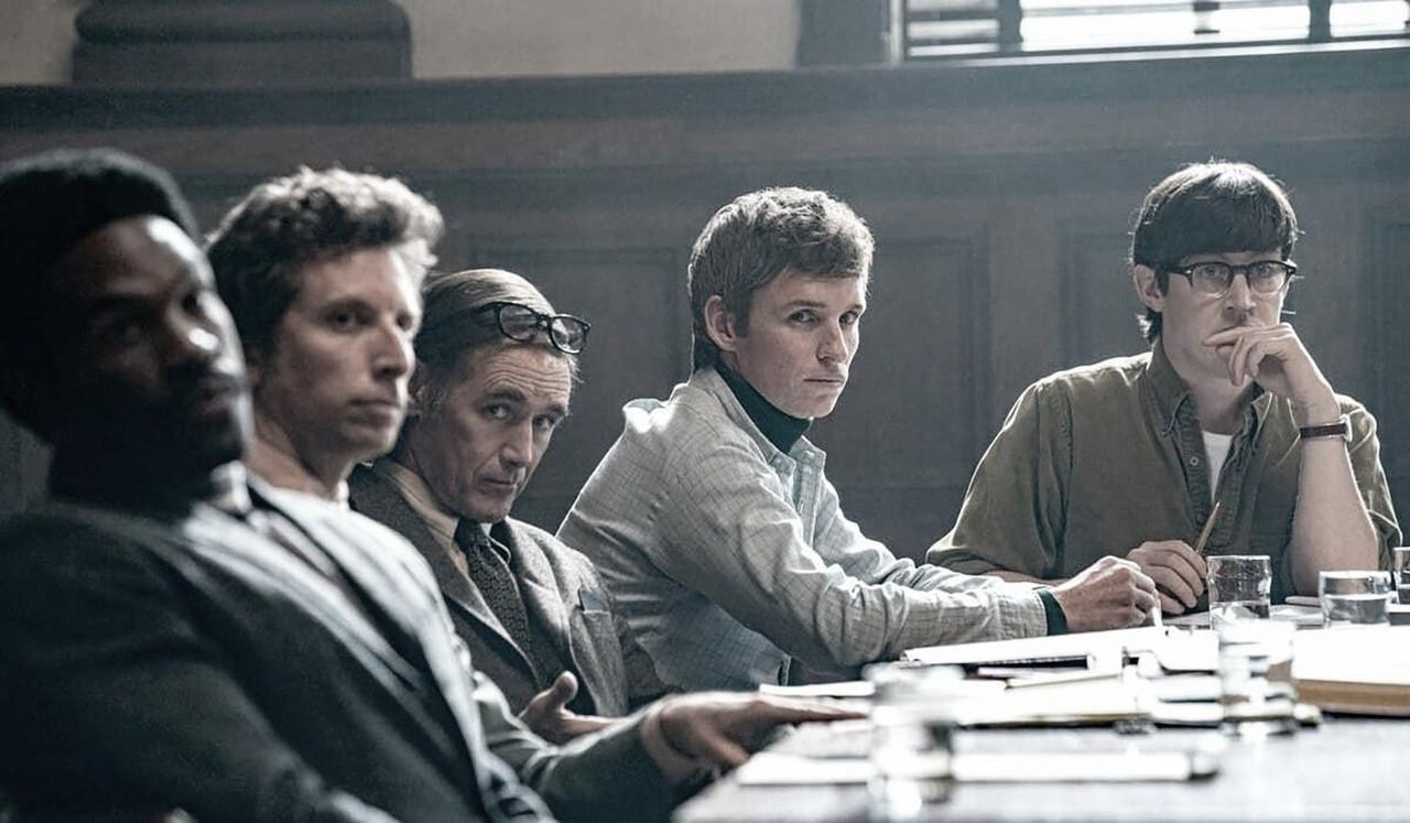 """""""El juicio de los 7 de Chicago"""": interesante drama judicial más actual de lo que pensamos"""