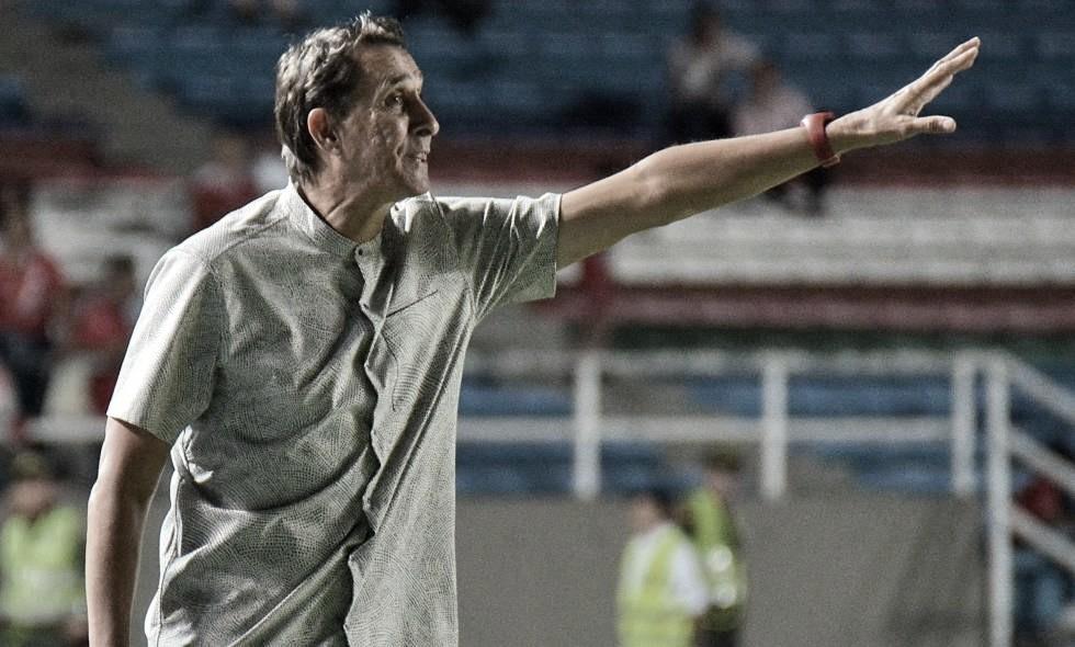 """Alexandre Guimarães: """"Cuando nosotros hemos hecho algún cambio es porque lo hemos practicado"""""""