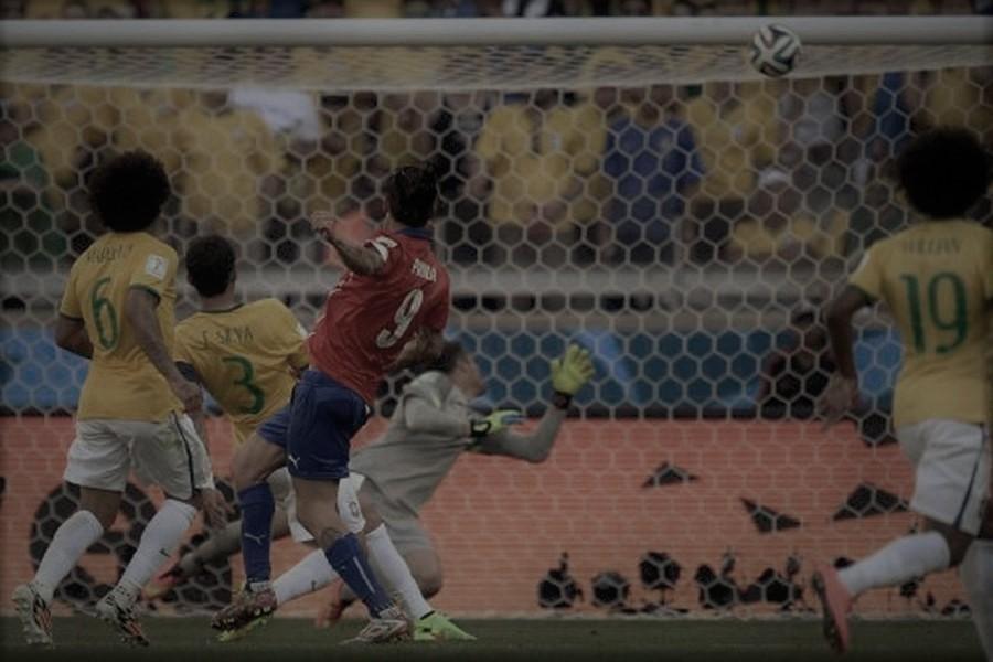 Chile versus Brasil: El travesaño de Pinilla