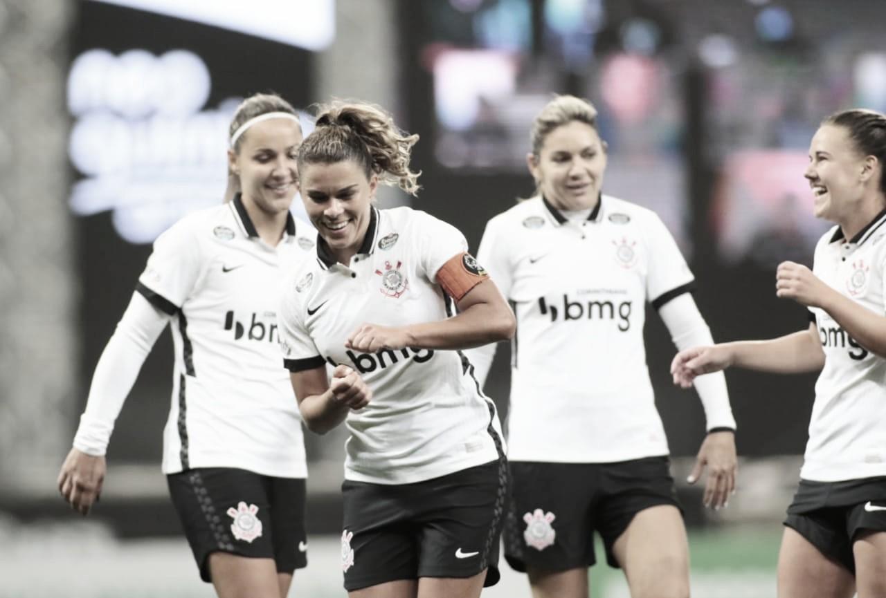 Corinthians bate Grêmio em casa e confirma vaga na semifinal do Brasileirão Feminino