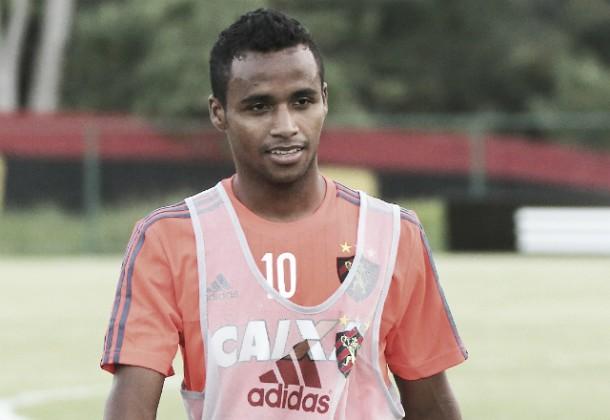 Emprestado ao Sport, meia Élber confirma retorno ao Cruzeiro em 2016