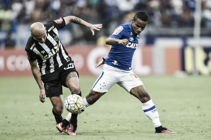 Responsável por assistência, Elber destaca superioridade do Cruzeiro diante do Atlético-MG