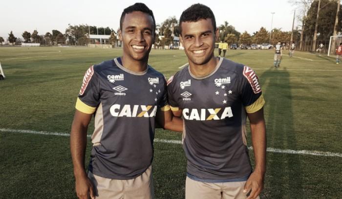 Recuperados de lesões, Alisson e Elber treinam e se colocam à disposição de Mano Menezes