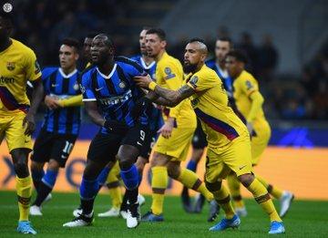 Champions League - Niente da fare per l'Inter: il Barcellona vince per 2-1 a San Siro, neroazzurri in Europa League