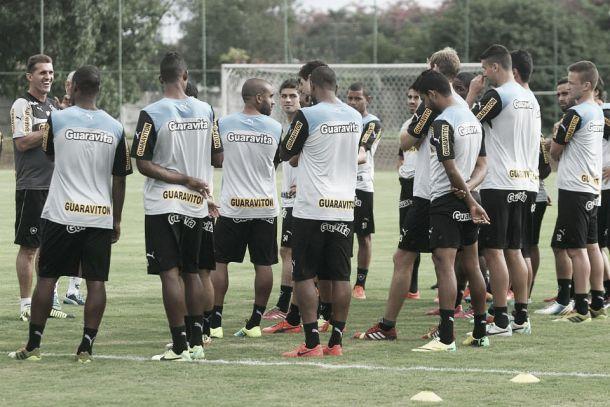 Elenco do Botafogo se revolta contra atrasos de salários e não viaja para amistoso