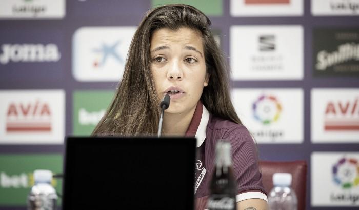 Maria Llompart, durante su comparecencia mediática | Fuente: www.sdeibar.com