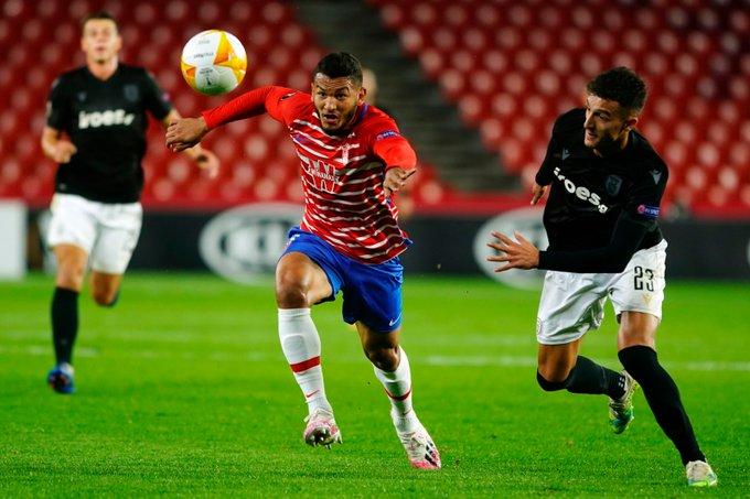 Luis Suárez en el partido contra el PAOK | Foto: Pepe Villoslada / Granada CF