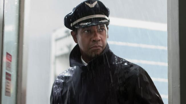 Denzel Washington, la caída de un héroe en el primer tráiler en español de 'El vuelo'