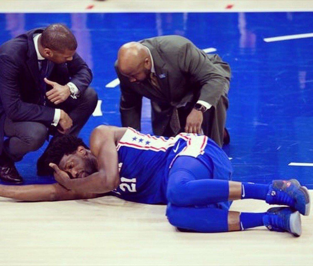 NBA Playoffs - Philadelphia cade in casa, la frustrazione di Embiid cresce