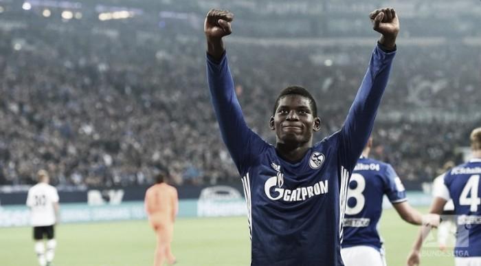 Com boa atuação de Embolo, Schalke goleia Gladbach e conquista primeira vitória