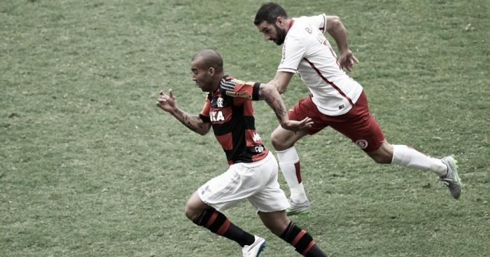"""Brigando na parte de cima da tabela, Flamengo e Internacional fazem """"jogo de seis pontos"""""""